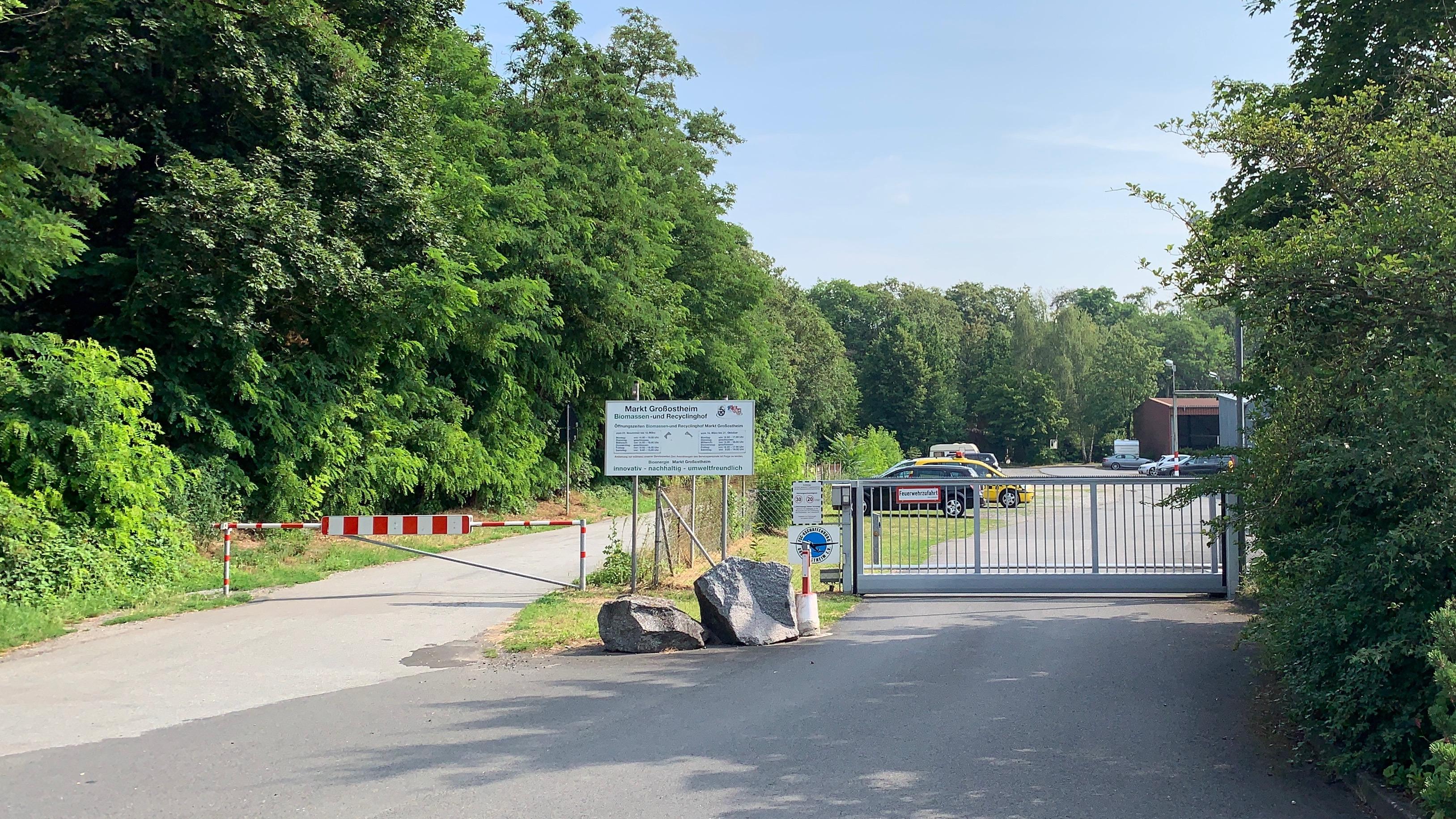 Tor der Einfahrt zum Flugplatz Aschaffenburg